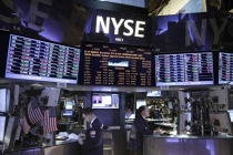 Wall Street Ends Winning Streak, Weighed Down by Rate Expectations