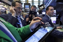 U.S. Stocks Retreat from Record Highs as Financials, AT&T Slump