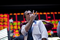 Treasury Yields Fall as Geopolitical Concerns Rise