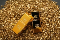 Gold Prices Slip Amid Strong Dollar