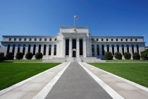 Доллар растет на фоне слухов о кандидатуре нового главы Федрезерва