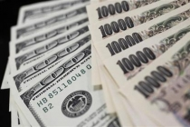 Yen Gains, Australian Dollar Drops on Dampened Sentiment