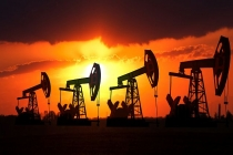 Oil Prices Poised for Weekly Decline on Oversupply Concerns
