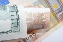 Доллар снижается к большинству мировых валют