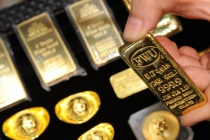 Gold Prices Slightly Lower as Dollar Firms on US Tax Bill Hopes