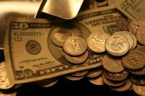 Доллар снижается в паре с евро и дорожает к иене