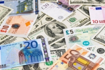 Dollar Falls to 3-Year Low, Euro Brushed Off Market Coalition Concerns
