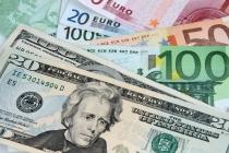 Dollar Climbs on U.S. Data, Euro Takes a Breather