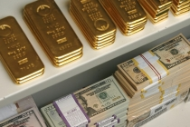 Gold Climbs on Softer Dollar, But on Track for 1st Weekly Loss in Six