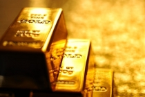 Gold Prices Flat, Weighed Down by U.S. Interest Rate Outlook