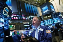 Wall Street Mostly Higher as Interest Rate Concern Ease
