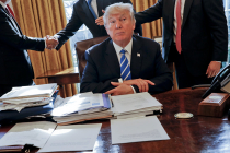 Трамп подписал указ о пошлинах против КНР