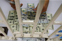 Доллар на пути к двухнедельному минимуму, короткие ставки достигли семилетних...
