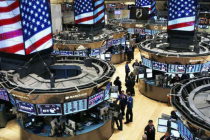 Wall Street Drops as Investors Worry Over Higher Borrowing Rates