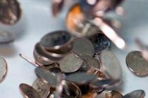 Доллар дорожает к большинству валют