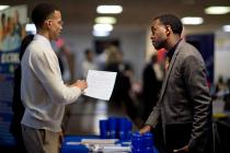 Рост числа заявок по безработице в США превысил прогноз