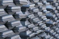 Алюминий падает в цене на фоне увеличения запасов металла