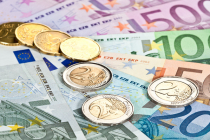 Euro Rises as Italy Geopolitical Risks Ease