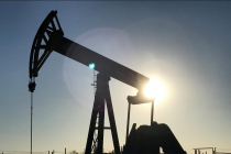 Oil Prices Climb on Projected Inventory Drop