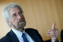 ECB's Praet Hints Talks of Exiting QE Program in June Meeting