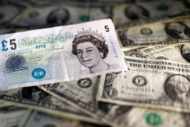 Доллар вблизи 11-месячного максимума, обессиленный фунт ожидает решения Банка Англии