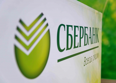 Между рублем и валютой: Сбербанк «обрубил» ставки по основным вкладам