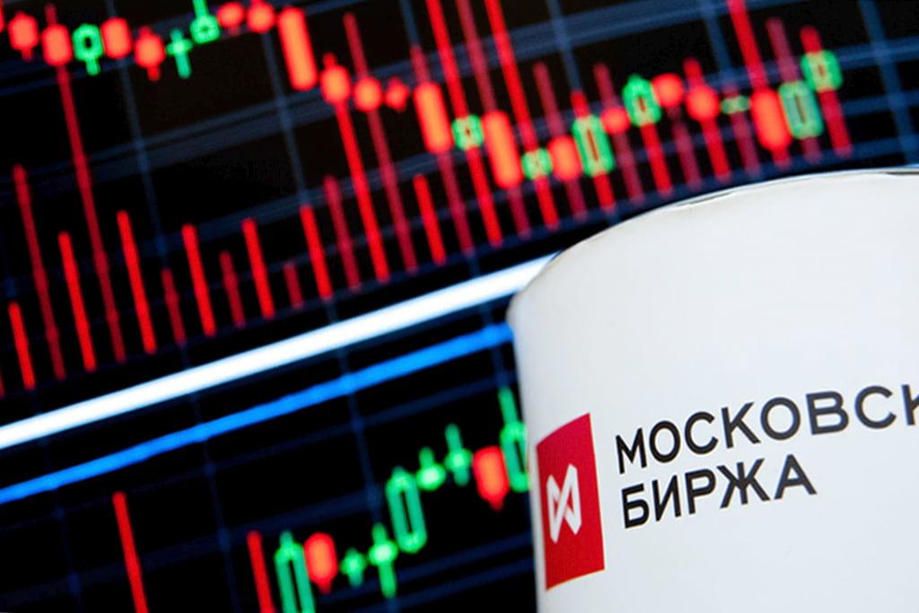 Все на биржу: объем операций на фондовом рынке РФ взлетел на 70%
